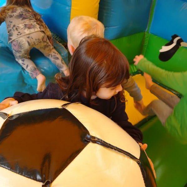 Dolfijnenklas: Buitenspeeldag 1e kleuter - peuter