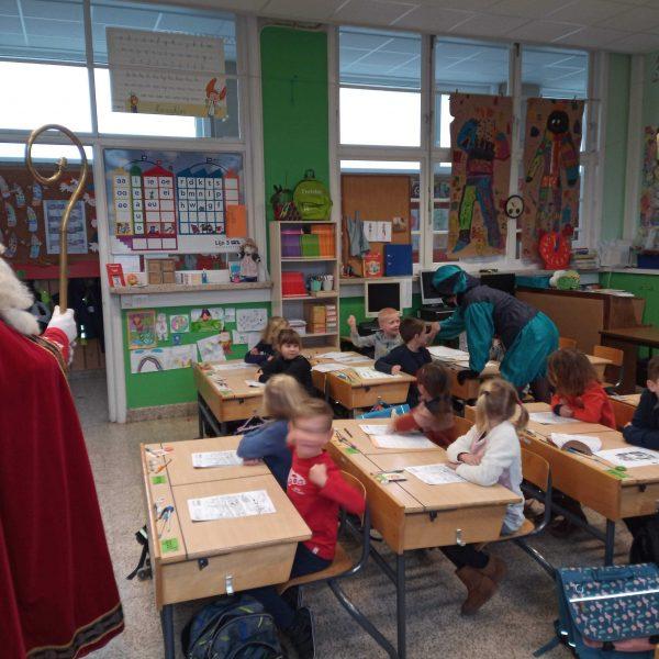 1B: Sint en Pietje Cor en Pietje Oona op bezoek